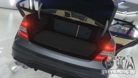 Mercedes-Benz C63 AMG v1 для GTA 5 вид сзади справа